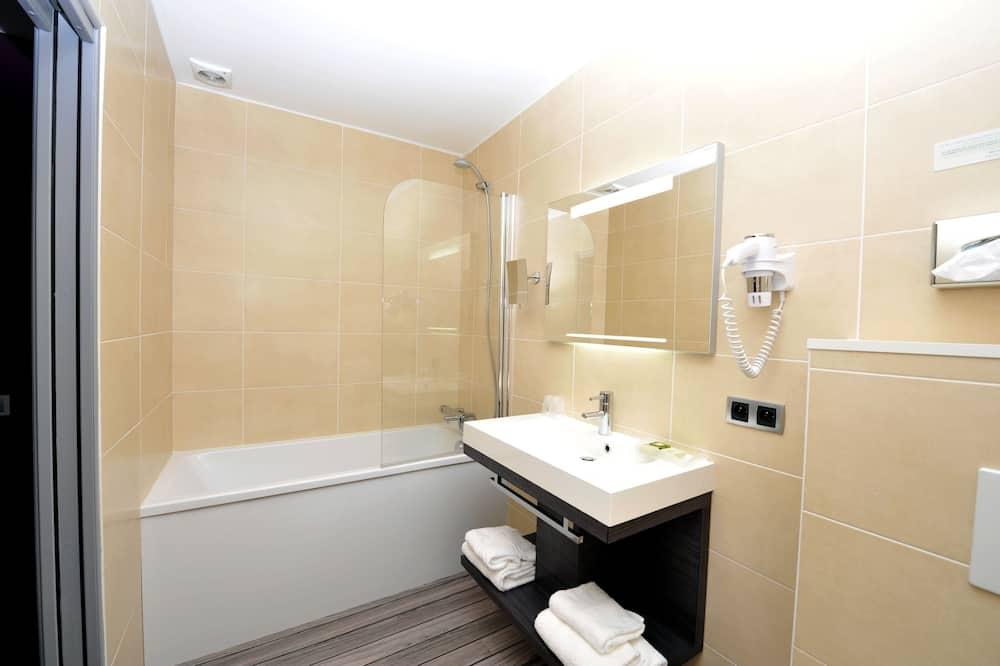 Μονόκλινο Δωμάτιο, 1 Διπλό Κρεβάτι - Μπάνιο