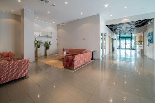 皮亞琴察假日酒店/