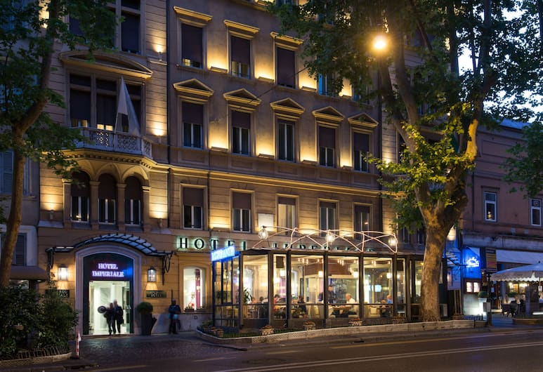 Hotel Imperiale, Рим, Фасад отеля вечером/ночью