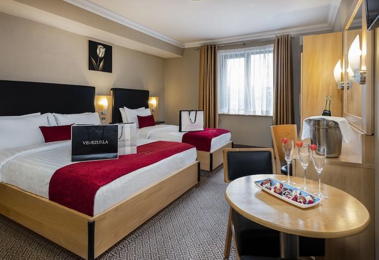 Academy Plaza Hotel, Dublin, Triple Room, Guest Room