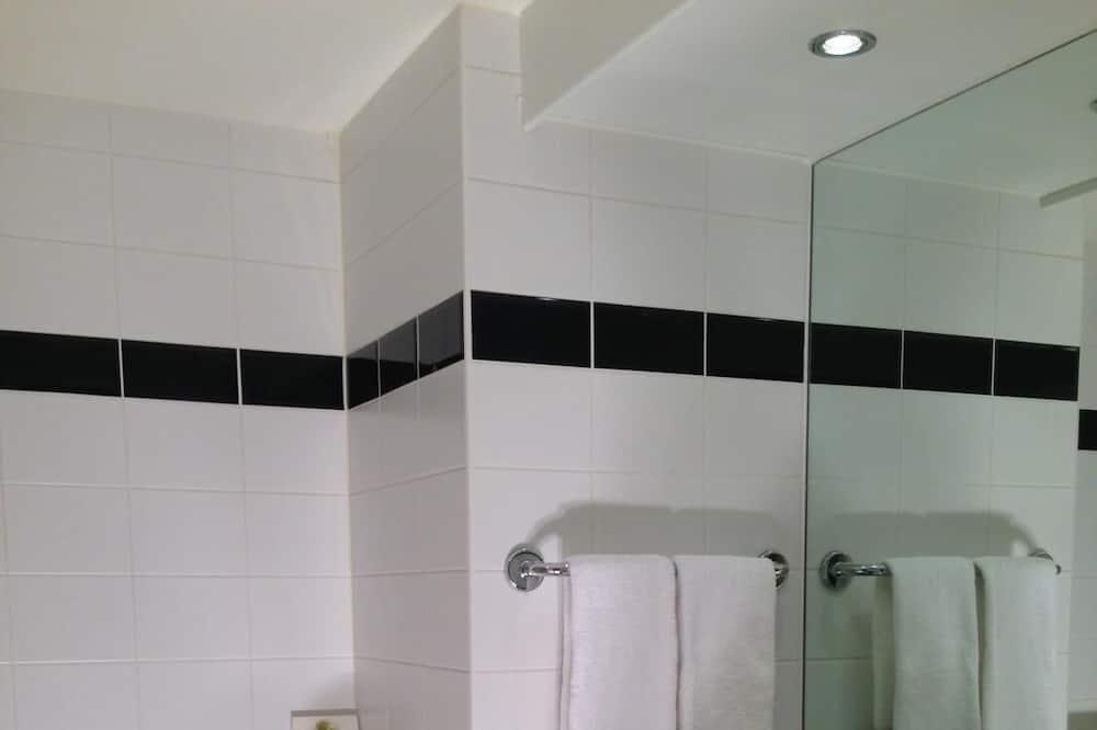디럭스 트리플룸, 욕조 - 욕실