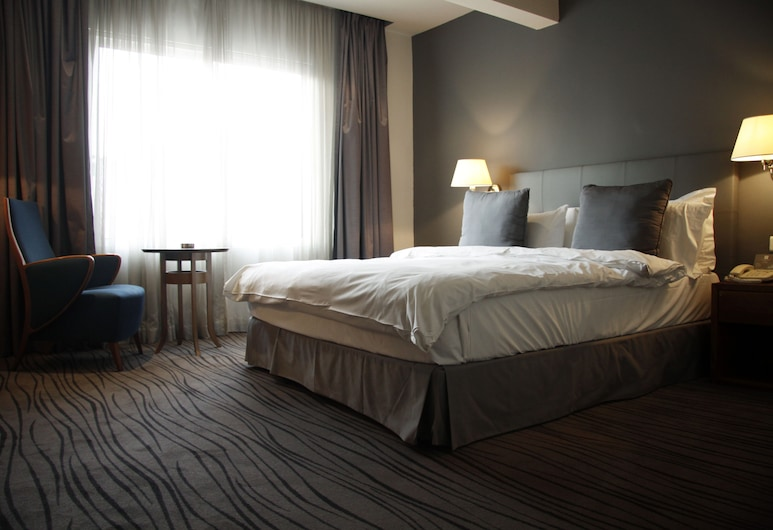 Plaza Hotel, Beirut, Superior Single Room, 1 Queen Bed, Guest Room