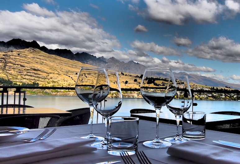 The Rees Hotel and Luxury Apartments, Queenstown, Restaurang utomhus