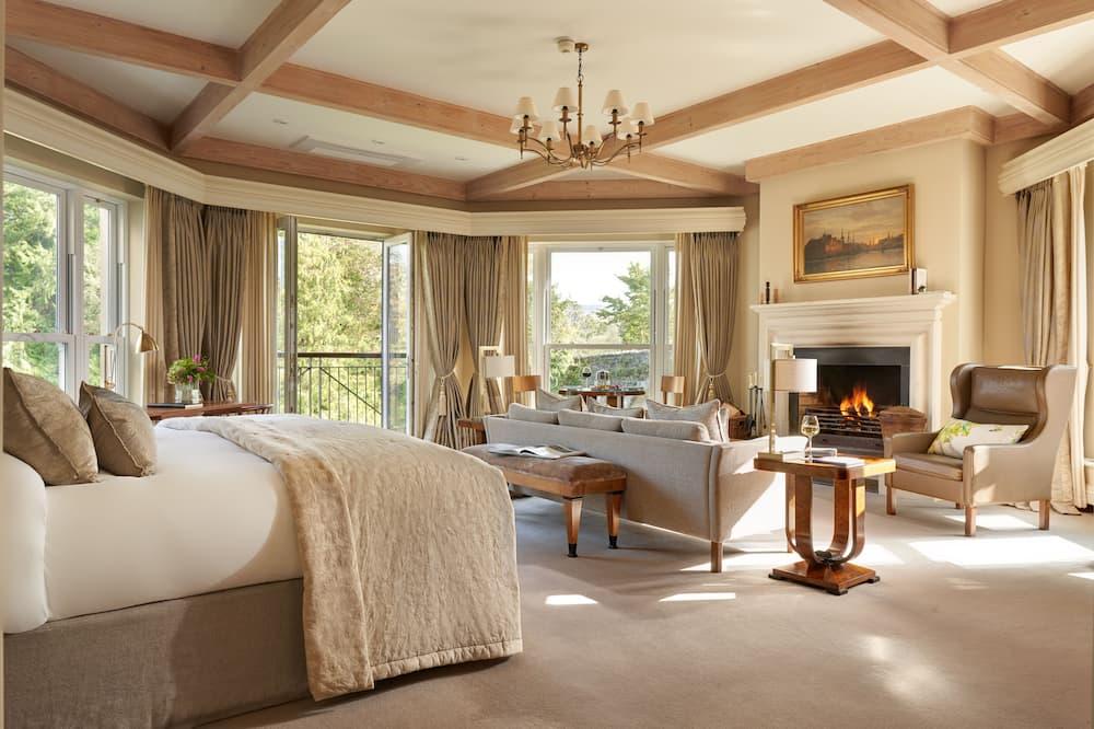 Signature Suite - Living Room