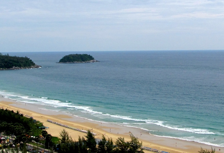 Waterfront Suites Phuket by Centara, Karon, Playa