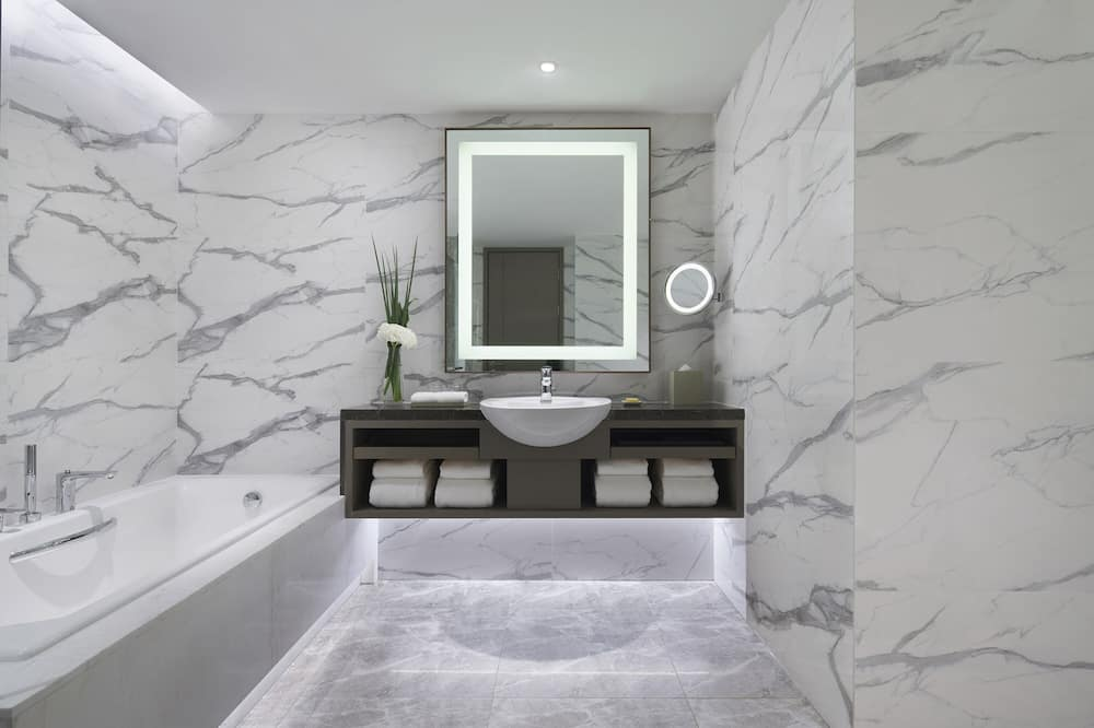 Regency, Executive Suite - Bathroom