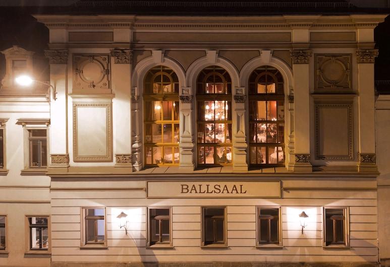 DORMERO Hotel Dresden City, Dresden, Hotelfassade am Abend/bei Nacht