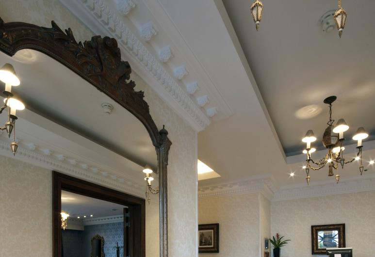 Ashburn Hotel, London, Entrén inifrån