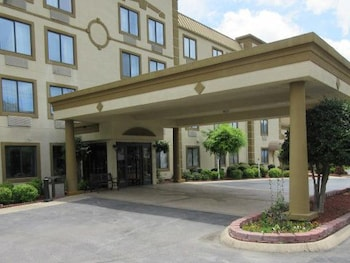 Picture of Quality Inn & Suites in Chattanooga