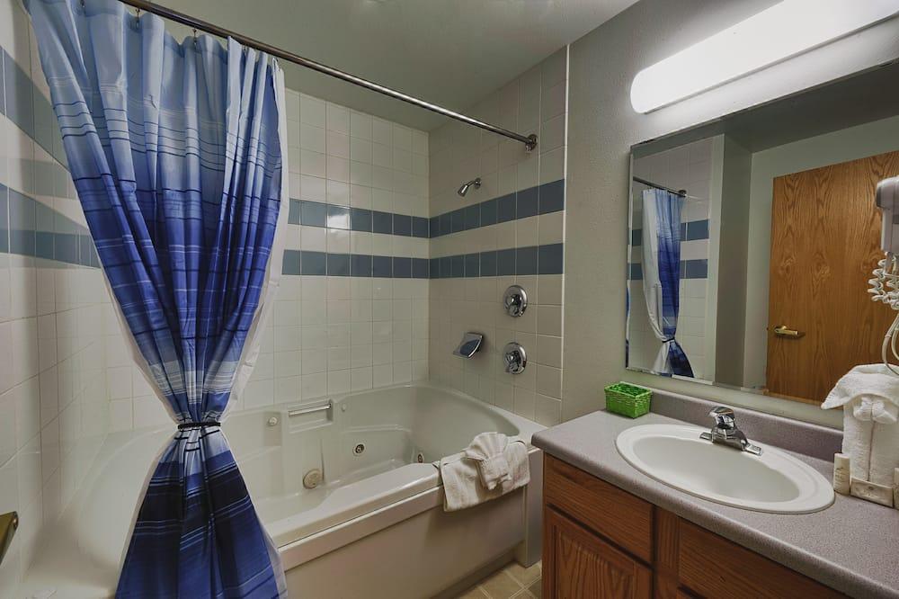 חדר, מיטת קינג, אמבט זרמים - חדר רחצה
