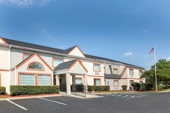 Foto van Microtel Inn by Wyndham Columbia Two Notch Rd Area in Columbia