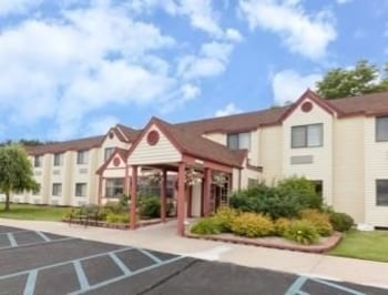 Picture of Baymont Inn & Suites Gaylord in Gaylord