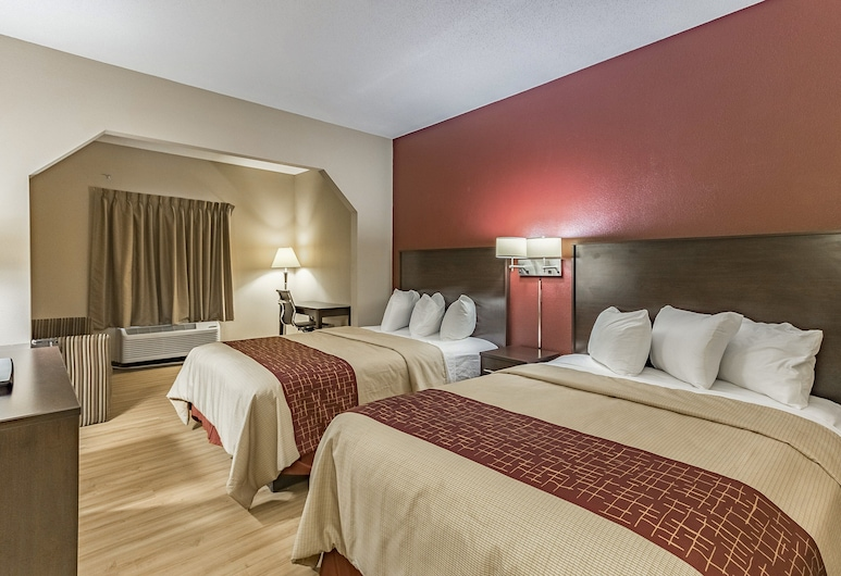 Red Roof Inn & Suites Hinesville - Fort Stewart, Hinesville, Deluxe Room, 2 Queen Beds, Non Smoking, Guest Room