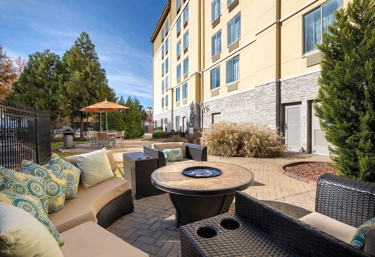 La Quinta Inn & Suites by Wyndham Atlanta Airport North, East Point, Kominek
