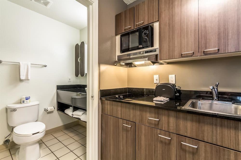 Standardní pokoj, dvojlůžko (180 cm), nekuřácký - Koupelna