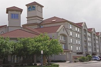 Picture of La Quinta Inn & Suites Denver Airport DIA in Denver