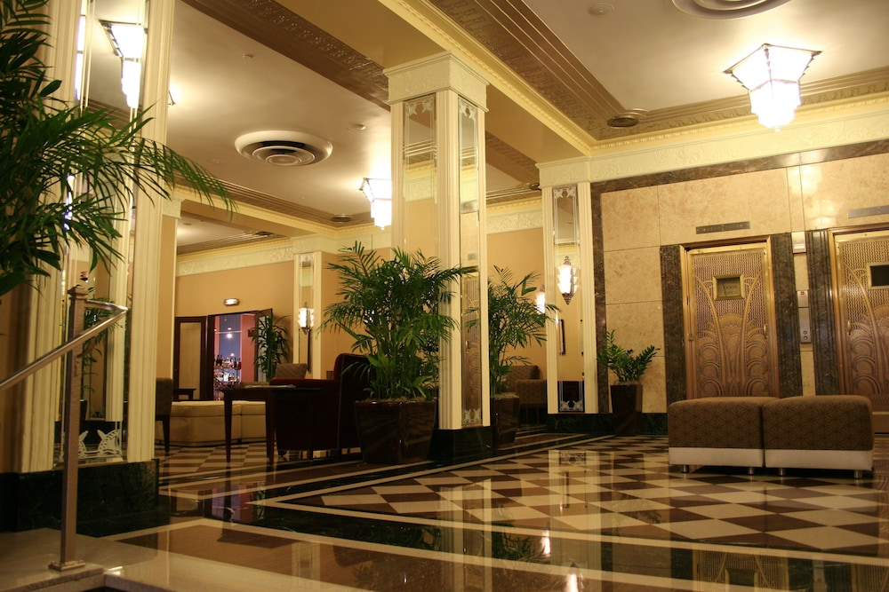 Ambador Hotel Milwaukee Interior Entrance