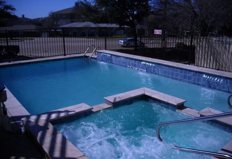 Holiday Inn Express Hotel & Suites Dallas Park Central NE, Dallas, Vonkajší bazén