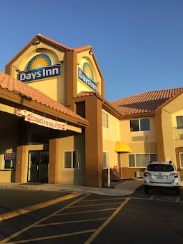 Picture of Days Inn by Wyndham Phoenix North in Phoenix
