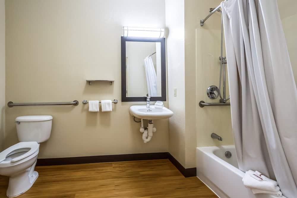 Улучшенный номер, 1 двуспальная кровать «Кинг-сайз» (Pet Free, Smoke Free) - Ванная комната