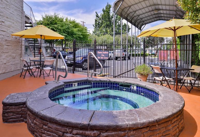 Campus Inn & Suites Eugene Downtown, Eugene, Bain à remous extérieur
