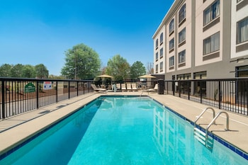 Imagen de La Quinta Inn & Suites by Wyndham Raleigh Downtown North en Raleigh