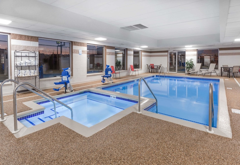 Wingate by Wyndham - Joliet, Joliet, Pool