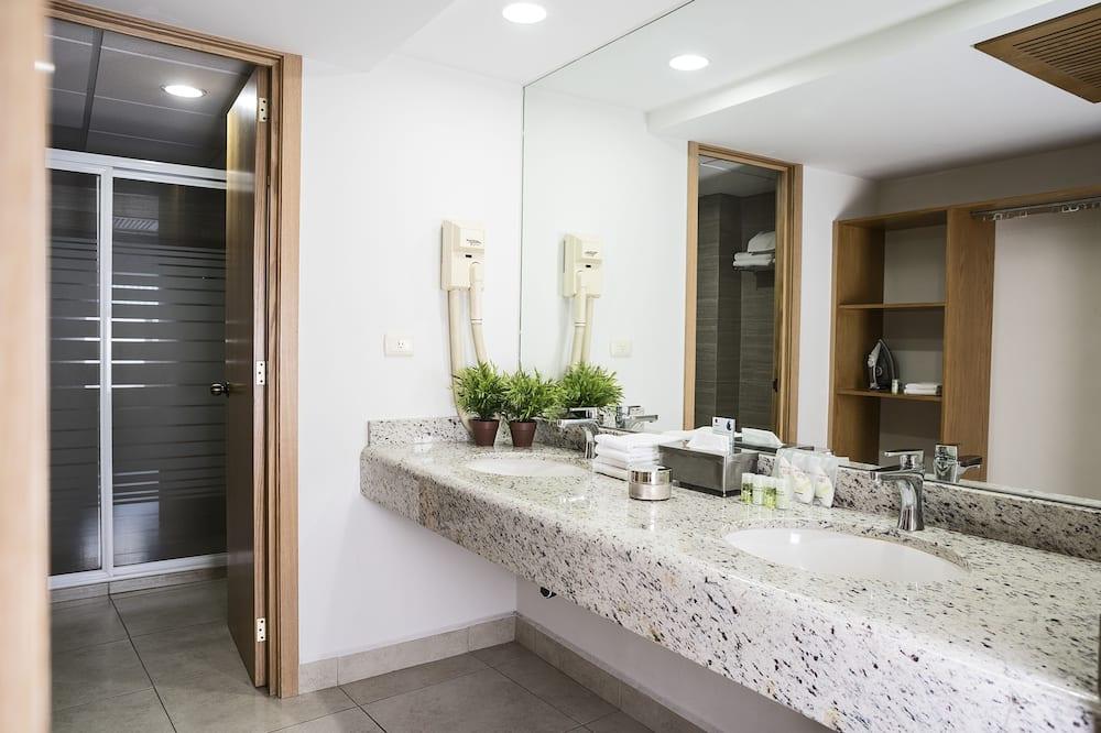 Executive Τρίκλινο Δωμάτιο - Μπάνιο