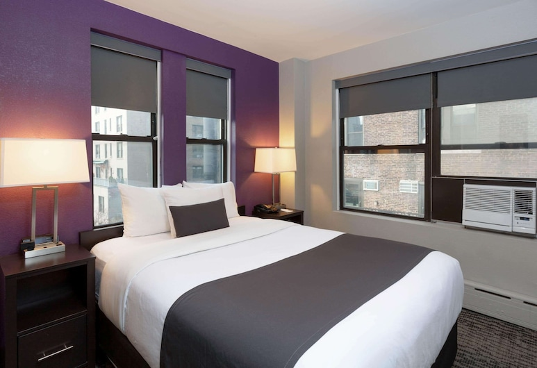La Quinta Inn & Suites by Wyndham New York City Central Park, New York, Room, 1 Queen Bed, Non Smoking, Guest Room
