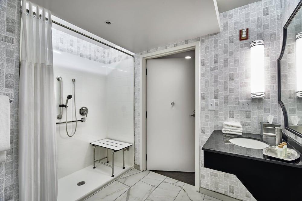 Oda, 1 En Büyük (King) Boy Yatak, Engellilere Uygun (Mobility Roll-In Shower) - Banyo