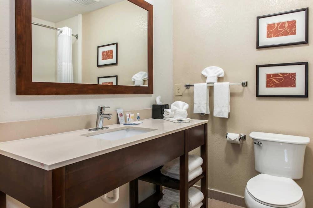 Chambre Standard, 1 très grand lit et 1 canapé-lit, non-fumeurs - Salle de bain
