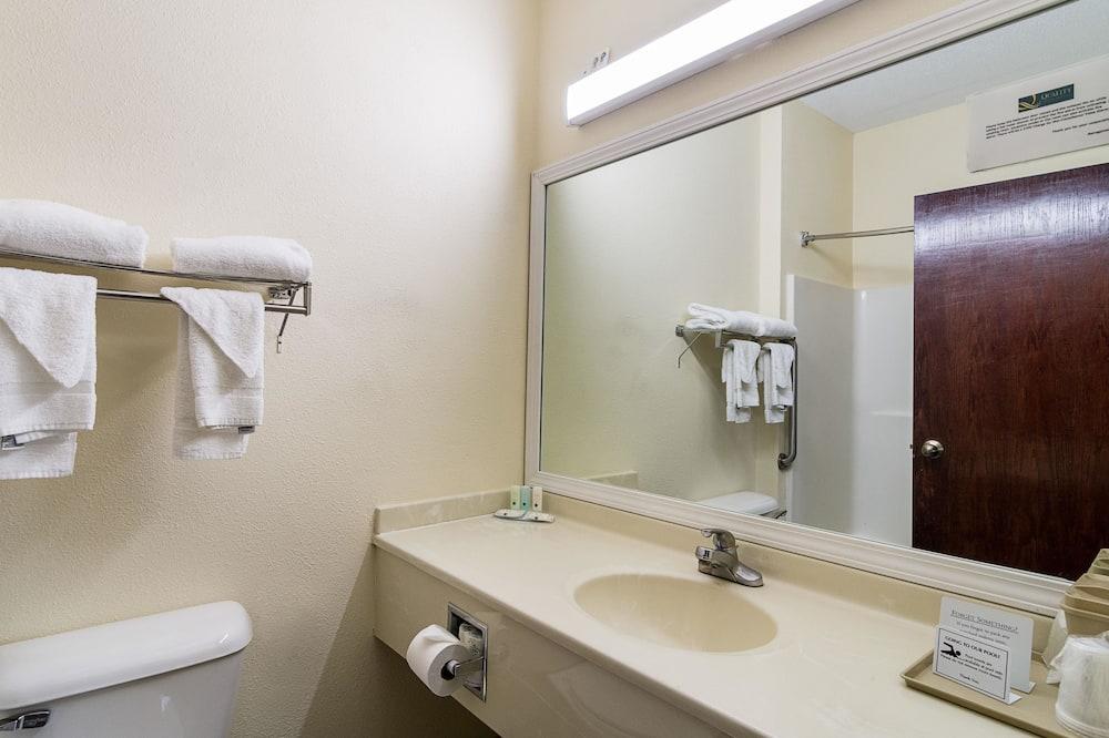 Люкс, 1 двуспальная кровать, для некурящих - Ванная комната