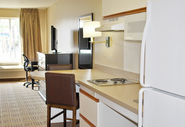 Extended Stay America - Cleveland - Airport - North Olmsted, North Olmsted, Studio, 1 Queen Bed, Non Smoking, In-Room Kitchenette