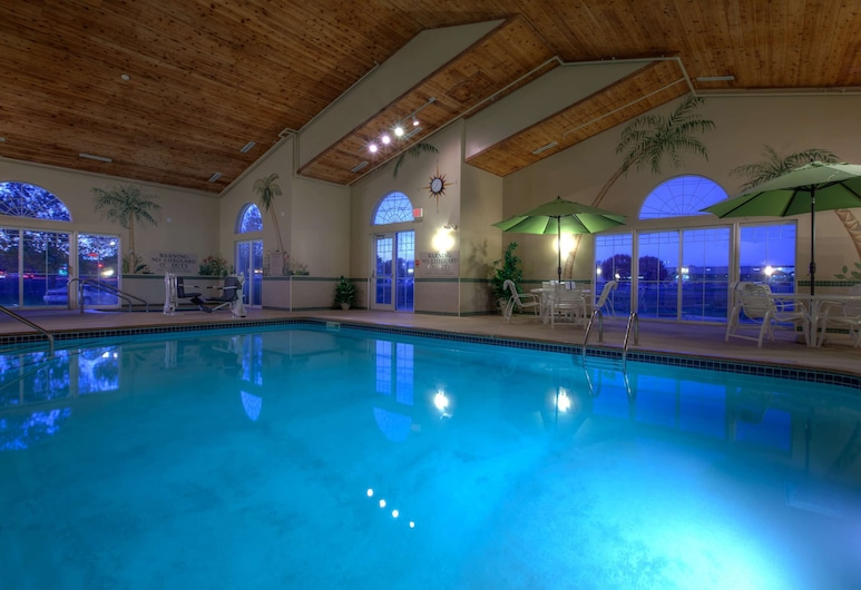 Country Inn & Suites by Radisson, Waterloo, IA, Waterloo, Indoor Pool