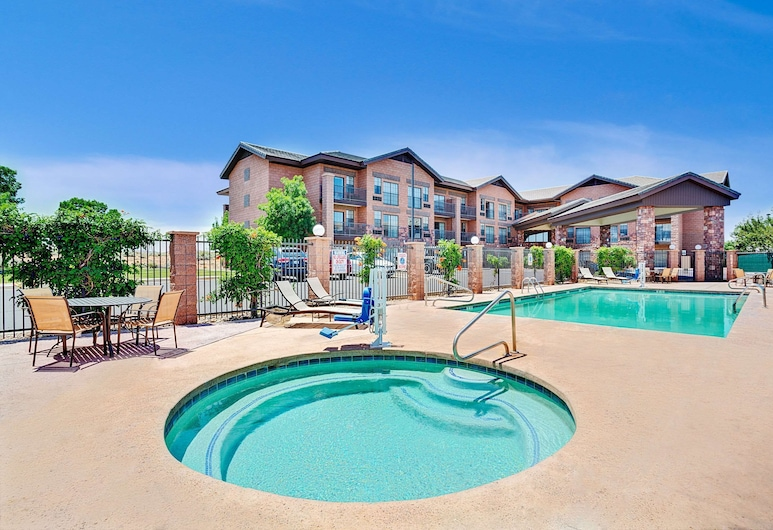Days Inn & Suites by Wyndham Page Lake Powell, Page, Piscina