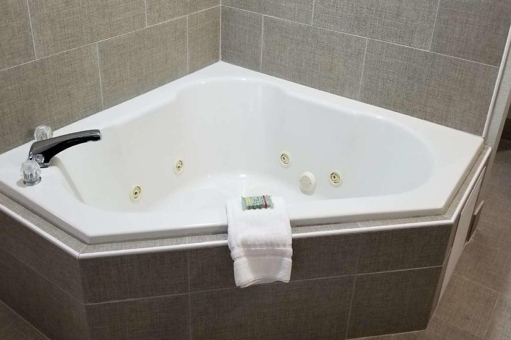 ห้องสแตนดาร์ด, เตียงคิงไซส์ 1 เตียง และโซฟาเบด, ปลอดบุหรี่, อ่างน้ำวน (with Sofabed) - อ่างสปาส่วนตัว