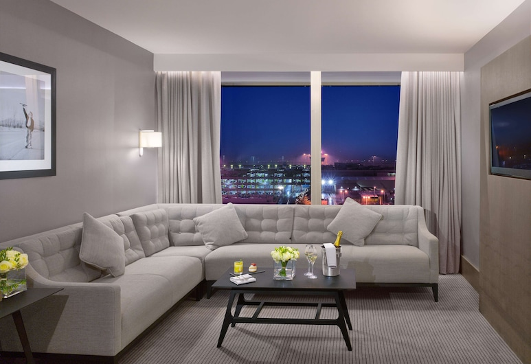 Radisson Blu Hotel Manchester, Airport, Manchester, Suite, 1 Bedroom (Lounge Access), Guest Room