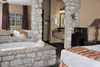 תמונה של The Stone Castle Hotel & Conference Center בברנסון