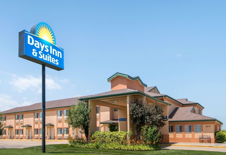 Days Inn & Suites by Wyndham Wichita, ויצ'יטה