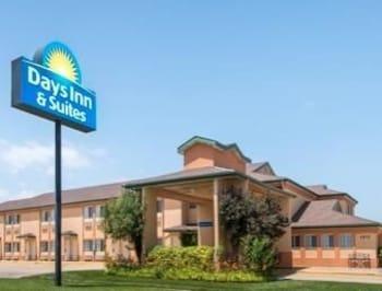 Days Inn & Suites Wichita, Wichita
