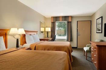 Picture of Travelodge Inn & Suites by Wyndham Jacksonville Airport in Jacksonville