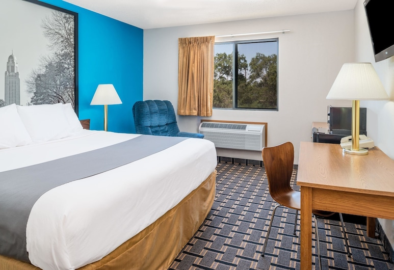 Super 8 by Wyndham Lincoln West, Lincoln, Room, 1 King Bed, Non Smoking, Guest Room
