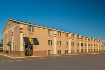 Picture of Super 8 by Wyndham Lincoln West in Lincoln