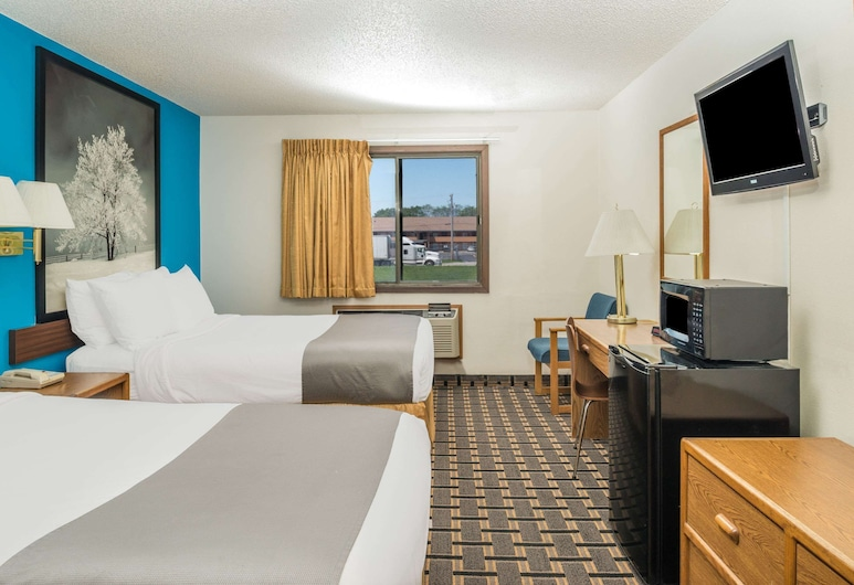 Super 8 by Wyndham Lincoln West, Lincoln, Standard Room, 2 Queen Beds, Guest Room