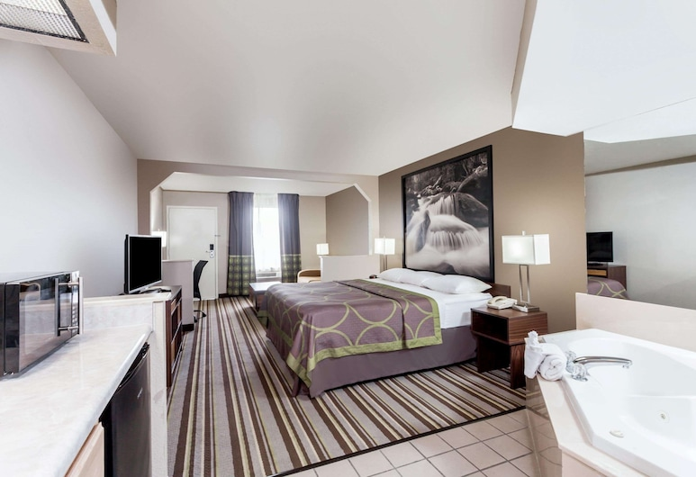 Super 8 by Wyndham Pigeon Forge Dollywood Lane, Pigeon Forge, Superior Room, 1 King Bed, Non Smoking, Guest Room