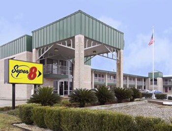 Enter your dates to get the Seguin hotel deal