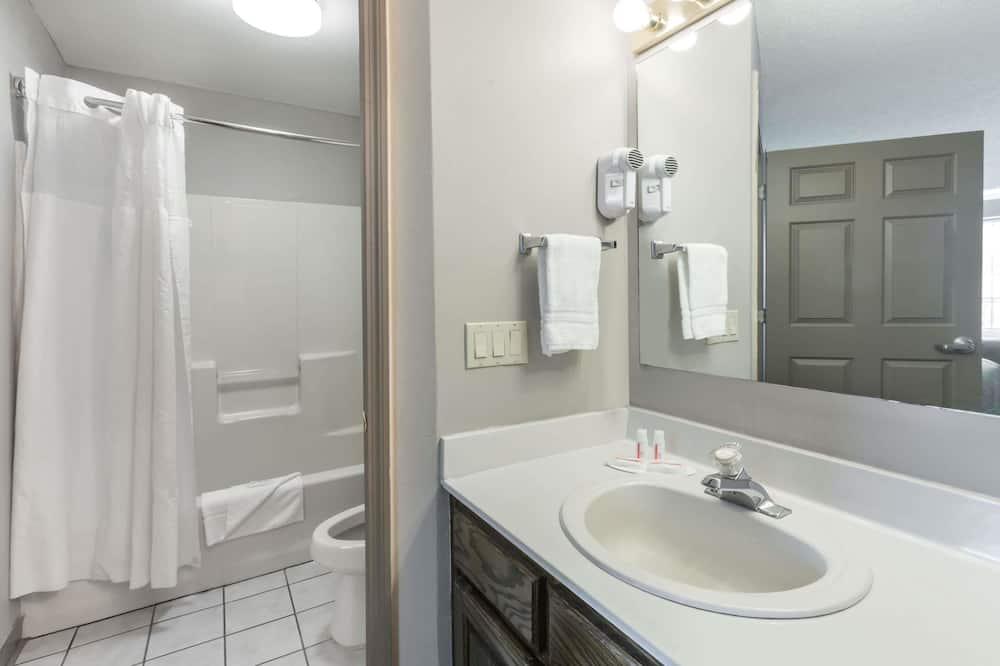Izba, 1 extra veľké dvojlôžko, fajčiarska izba - Kúpeľňa