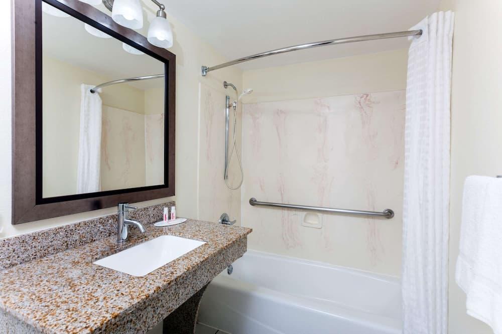 ダブルルーム ダブルベッド 2 台 - バスルーム