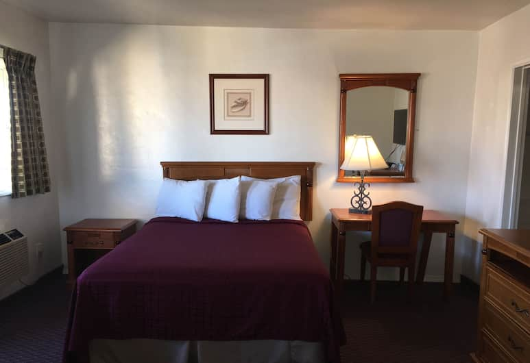 Travelodge by Wyndham San Diego SeaWorld, San Diego, Efficiency, Room, 2 Queen Beds, Non Smoking, Guest Room