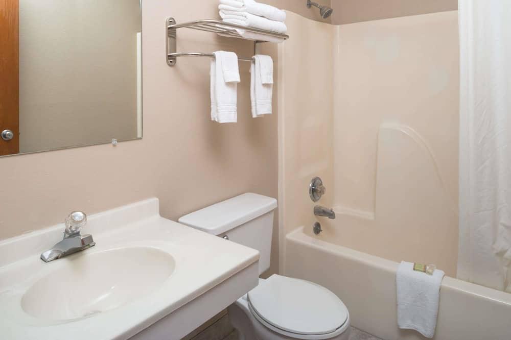 Tek Büyük Yataklı Oda, 2 Çift Kişilik Yatak, Sigara İçilebilir - Banyo